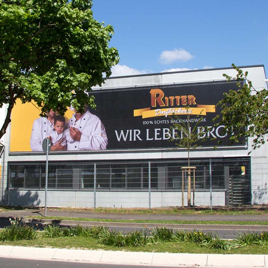 Fassadenwerbung bei der Dorfbäckerei Ritter in Vörstetten bei Freiburg