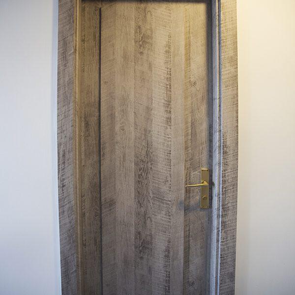 Tür neu gestalten mit Folie bekleben Dekorfdolie