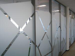 Fassadengestaltung Werbetechnik Muster aus Milchglasfolie